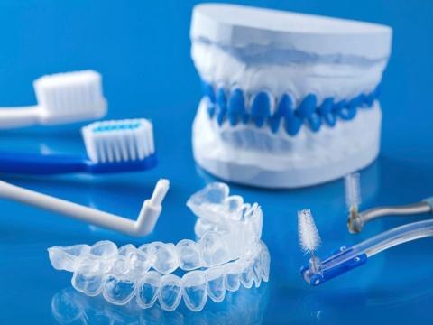 mascherina ortodontica invisalign trasparente
